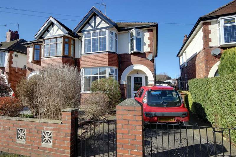 3 Bedrooms Semi Detached House for sale in Pulcroft Road, Hessle