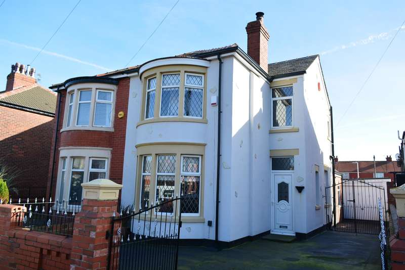 3 Bedrooms Semi Detached House for sale in Chislehurst Avenue, Blackpool, FY4 3AR