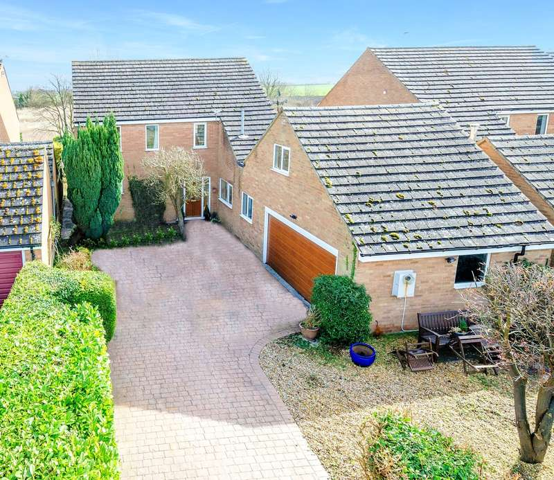 4 Bedrooms Detached House for sale in Bridge Street, Whaddon, Whaddon, SG8