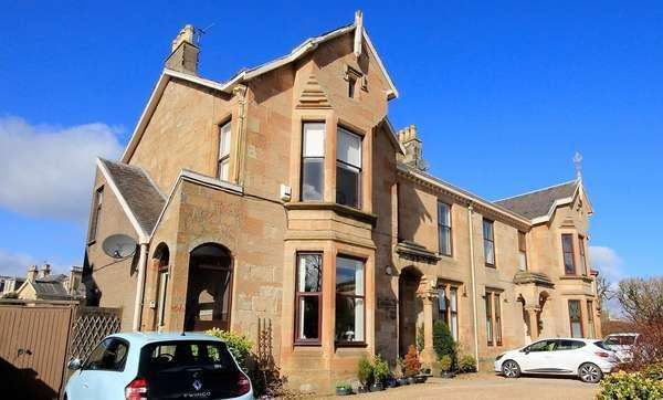 3 Bedrooms Flat for sale in 11A Dundonald Road, Kilmarnock, KA1 1RU