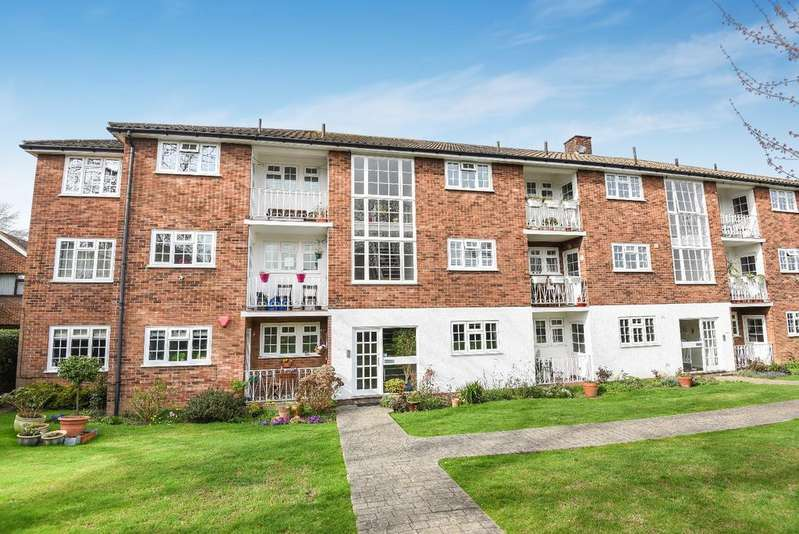 2 Bedrooms Flat for sale in Kingswood Road Bromley BR2