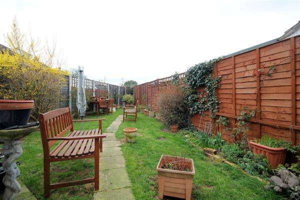 2 Bedrooms Bungalow for sale in Sandown Close, Great Clacton