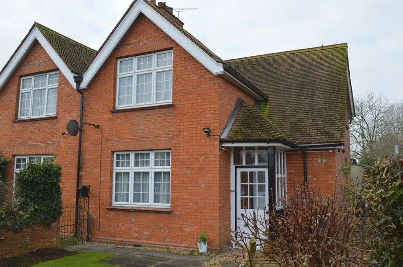 3 Bedrooms Semi Detached House for sale in Gordon Villas, Gillingham