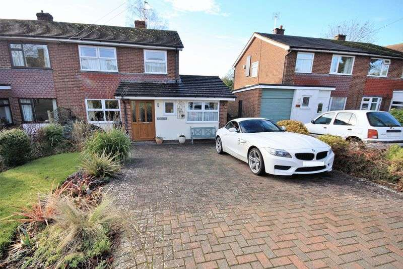 3 Bedrooms Semi Detached House for sale in Dinton