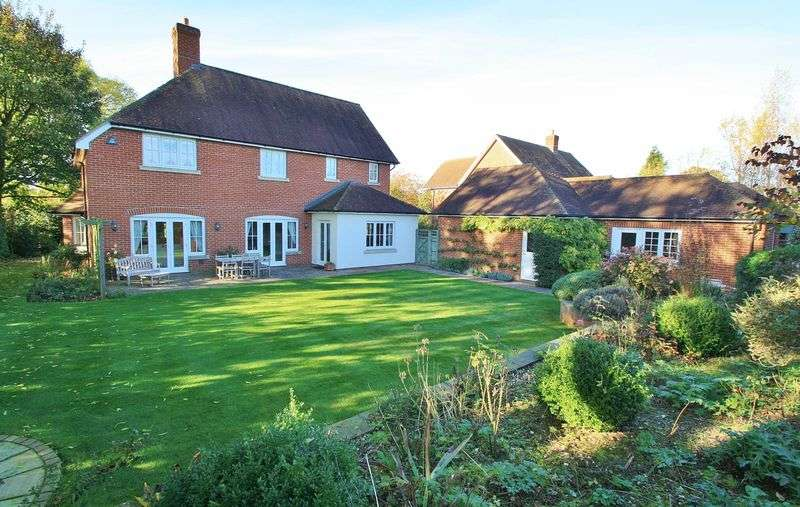 4 Bedrooms Detached House for sale in Oakley Court, Wallingford