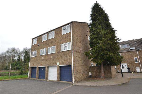 1 Bedroom Apartment Flat for sale in Pentelow Gardens, Bedfont