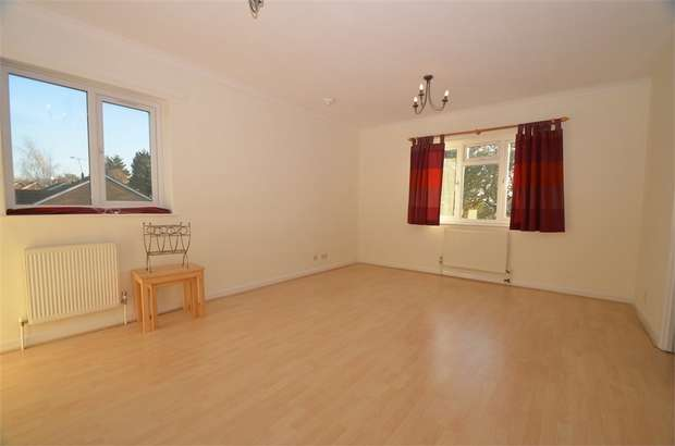 2 Bedrooms Flat for sale in Rowlands Close, LONDON