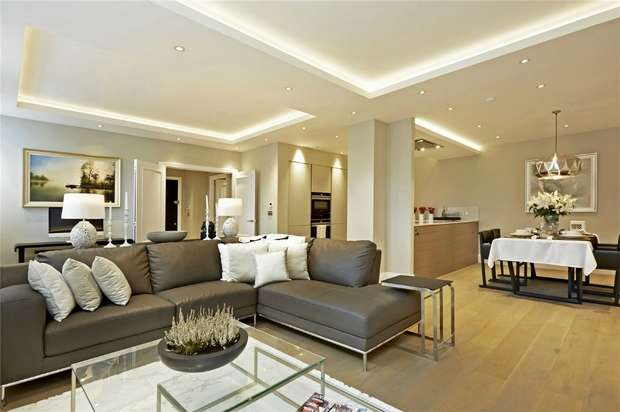 2 Bedrooms Flat for sale in High Street, Hampton Hill, Middlesex