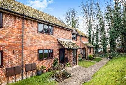 1 Bedroom Flat for sale in Bury Court, Bury Green, Hemel Hempstead, Hertfordshire