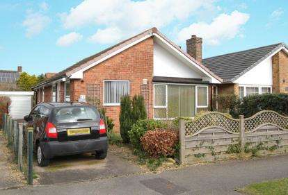 3 Bedrooms Bungalow for sale in Lilac Grove, Glapwell, Chesterfield, Derbyshire