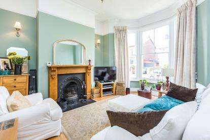 4 Bedrooms Semi Detached House for sale in Victoria Parade, Ashton-On-Ribble, Preston, Lancashire