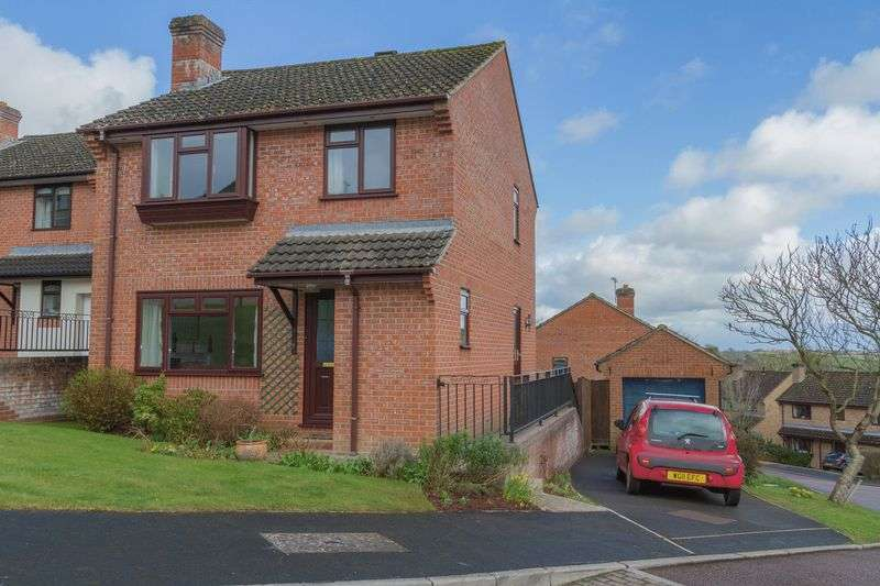 3 Bedrooms Detached House for sale in Walnut Drive, Crediton
