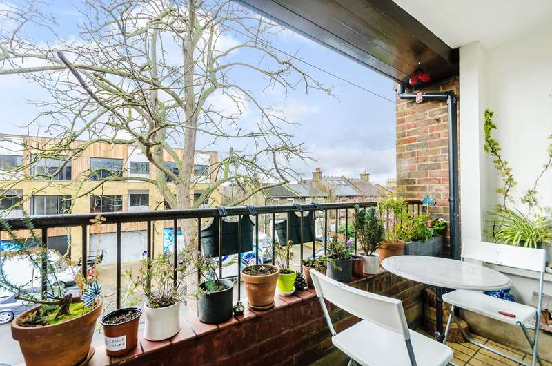 1 Bedroom Flat for sale in Barton Close, Peckham, SE15