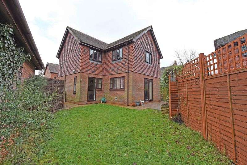 3 Bedrooms Detached House for sale in The Litten, Kingsclere