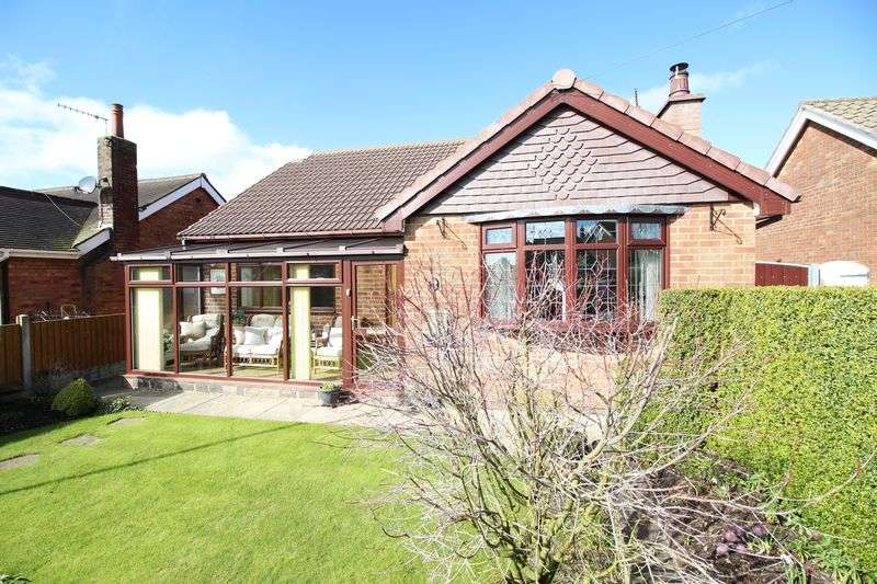 4 Bedrooms Bungalow for sale in Colwyn Drive, Knypersely, ST87BL