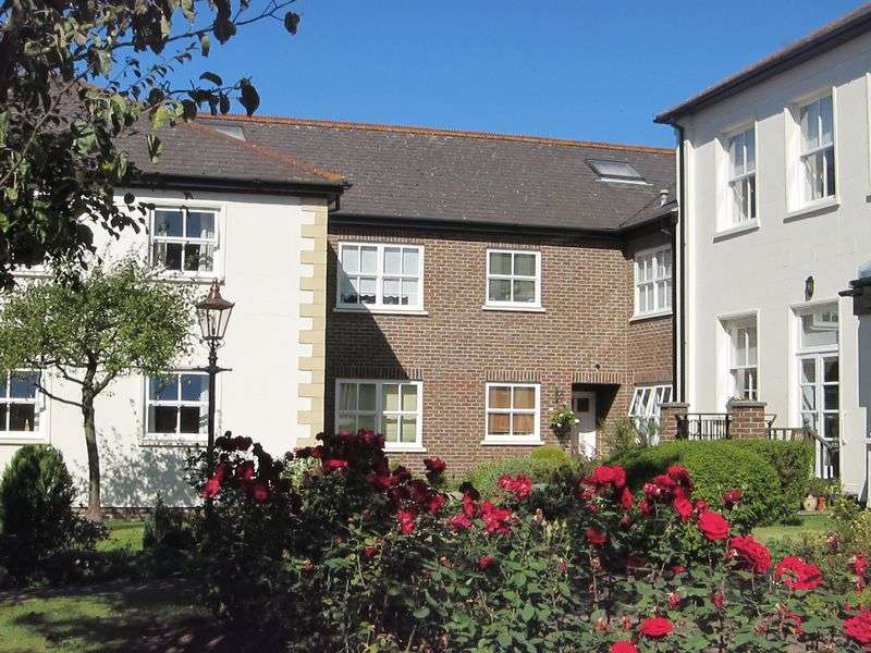2 Bedrooms Retirement Property for sale in Retirement Flat, Englefield Green