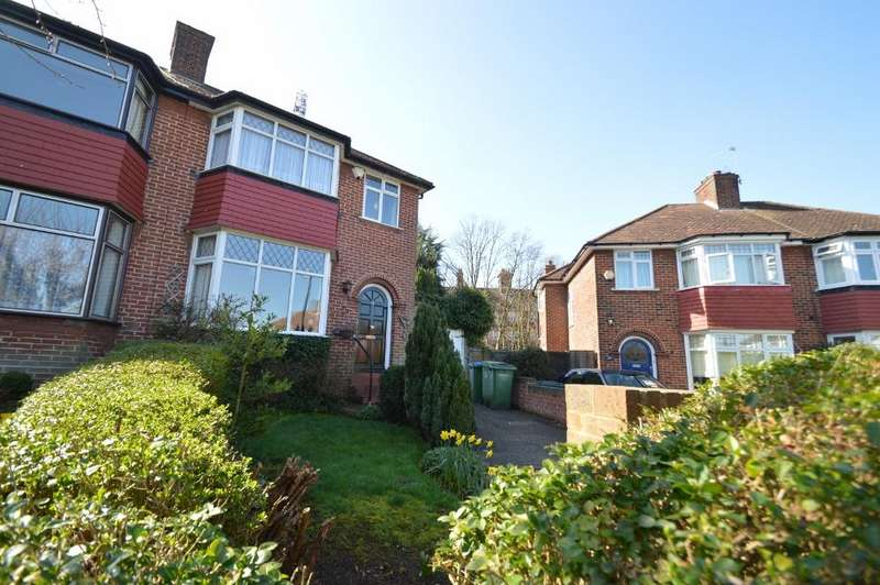 3 Bedrooms Semi Detached House for sale in Bushmoor Crescent, Shooters Hill, London SE18