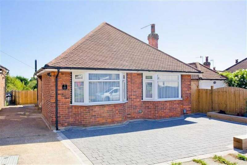 2 Bedrooms Detached Bungalow for sale in Meadway Crescent, Hove, East Sussex