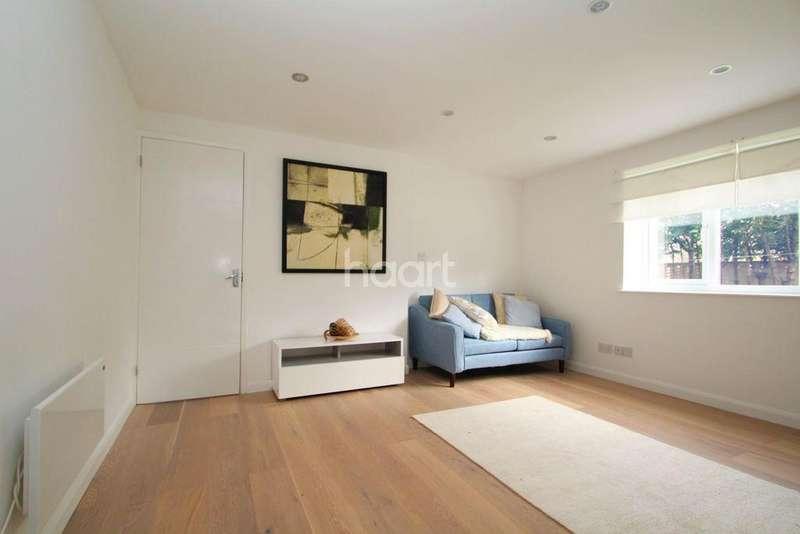 1 Bedroom Flat for sale in Jade Close, Royal Docks