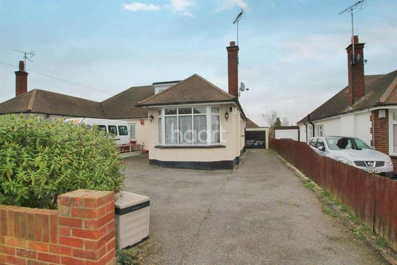 4 Bedrooms Semi Detached House for sale in Langport Drive