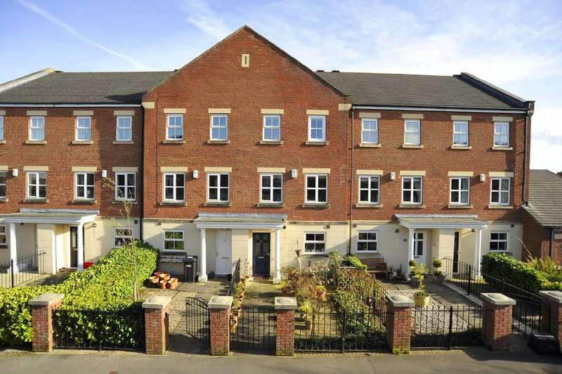 3 Bedrooms Town House for sale in Hutton Gate, Harrogate