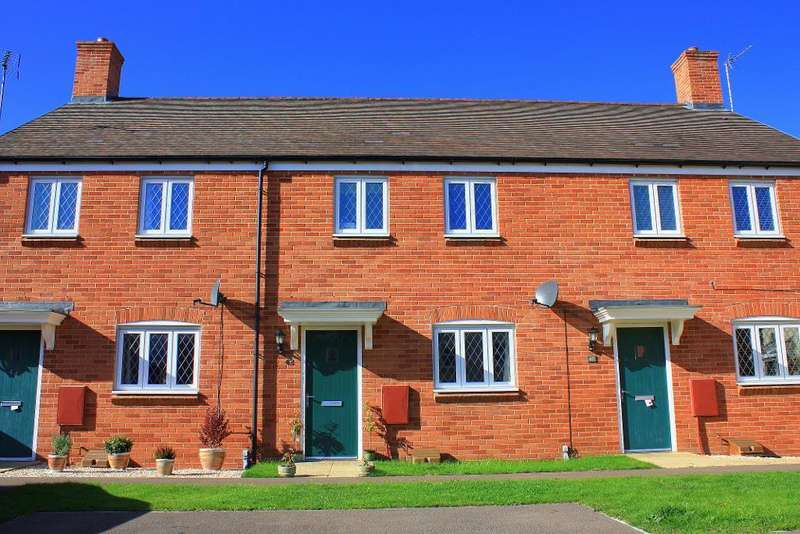 3 Bedrooms Terraced House for sale in Wagstaff Way, Ampthill, Bedfordshire, MK45 2FY