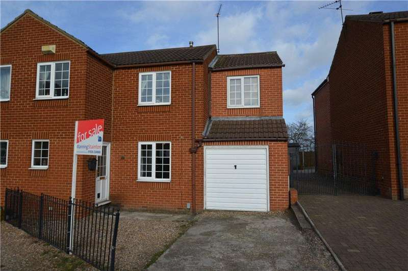 3 Bedrooms Semi Detached House for sale in Tarn Court, Outwood, Wakefield, West Yorkshire