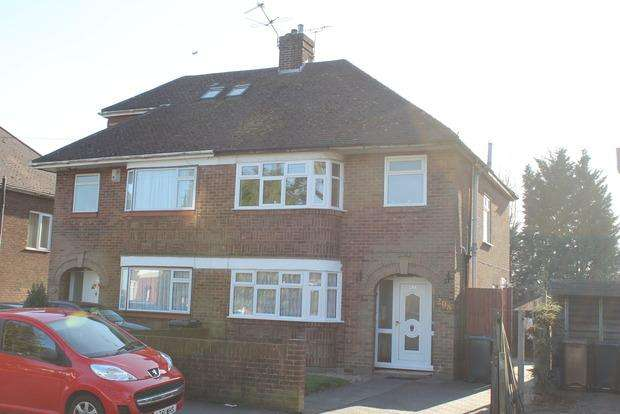 3 Bedrooms Semi Detached House for sale in Ashcroft Road, Luton, LU2