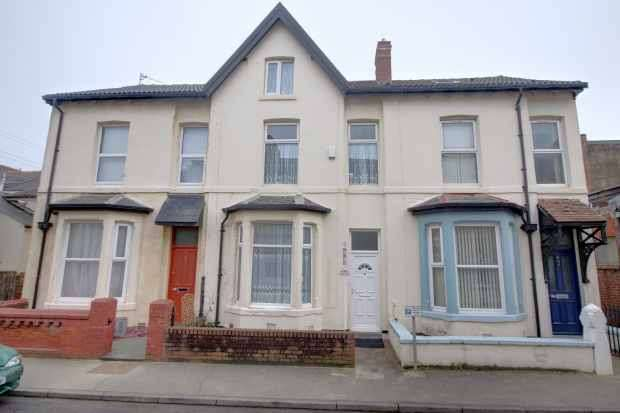 3 Bedrooms Terraced House for sale in Gordon Street, Blackpool, Lancashire, FY4 1AJ