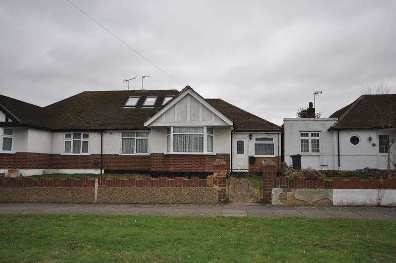 3 Bedrooms Semi Detached Bungalow for sale in Staines Road, Bedfont