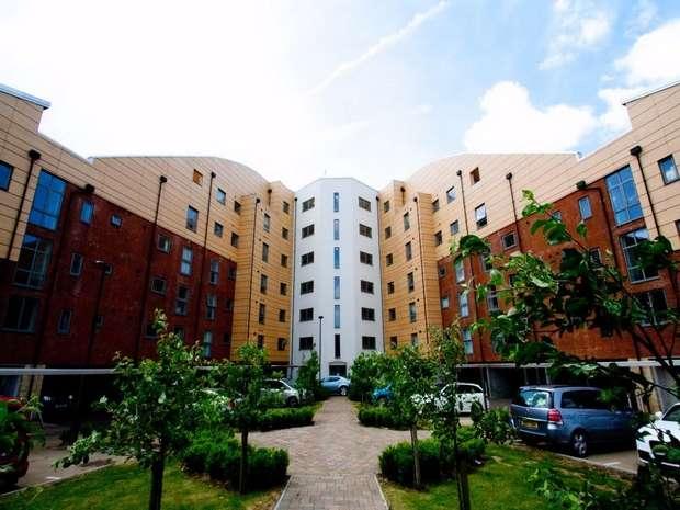 2 Bedrooms Flat for rent in Staverton Grove, Broughton, MILTON KEYNES, Milton Keynes, Buckinghamshire