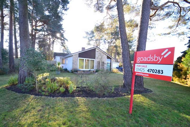 2 Bedrooms Detached Bungalow for sale in Ashley Heath