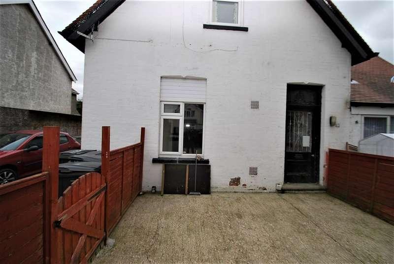 2 Bedrooms Apartment Flat for sale in Flat 3, 42 Sunningdale Drive, Skegness