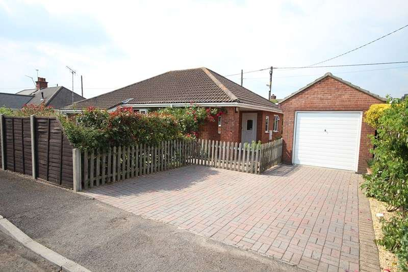 2 Bedrooms Detached Bungalow for sale in East View Road, Ringwood