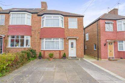 3 Bedrooms Semi Detached House for sale in Sherrards Way, Barnet, Sherrards Way, New Barnet