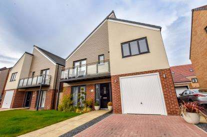 4 Bedrooms Detached House for sale in Greville Gardens, Newcastle Upon Tyne, Tyne and Wear, NE13