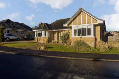 5 Bedrooms Bungalow for sale in Byretown Grove, Kirkfieldbank