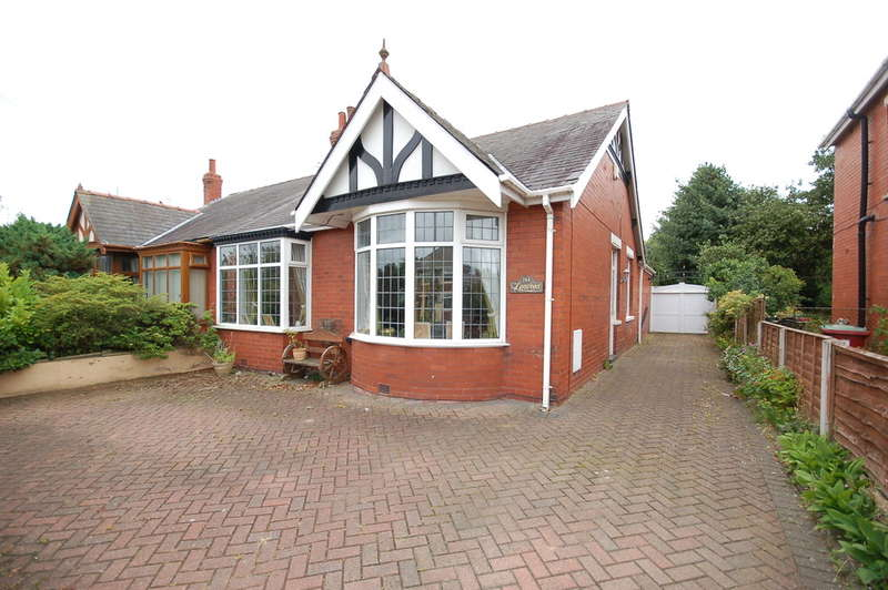 3 Bedrooms Semi Detached Bungalow for sale in Hawes Side Lane, Blackpool