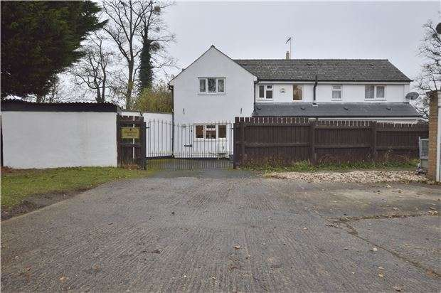 4 Bedrooms Detached House for sale in Kingswood Close, GL52 8SL