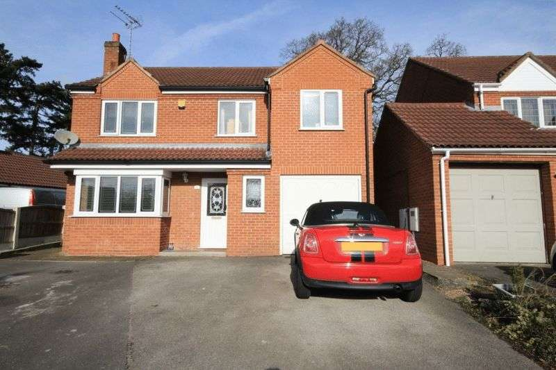 4 Bedrooms Detached House for sale in BUCKMINSTER CLOSE. OAKWOOD