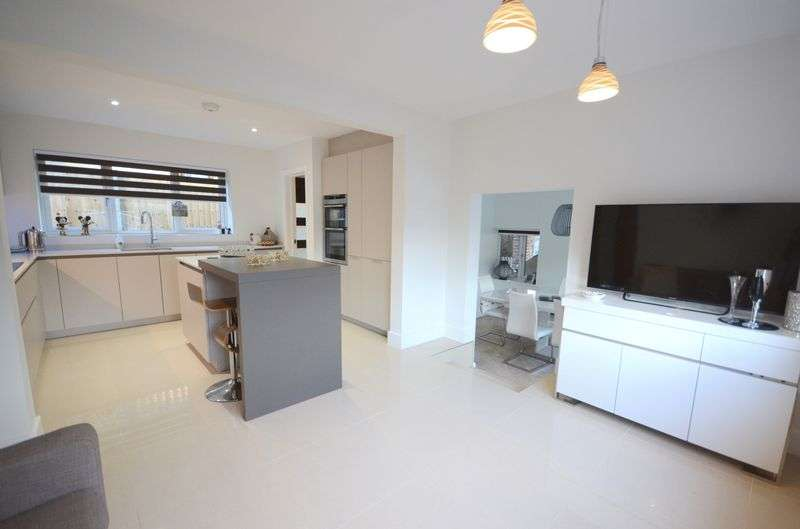4 Bedrooms Detached House for sale in Broad Avenue, Bournemouth