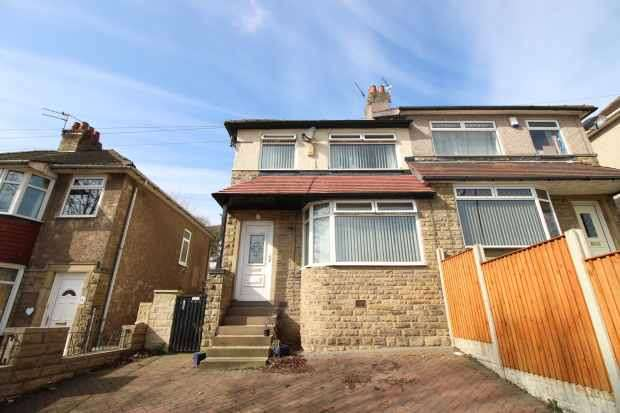 3 Bedrooms Semi Detached House for sale in Bradford Road, Brighouse, West Yorkshire, HD6 4BT