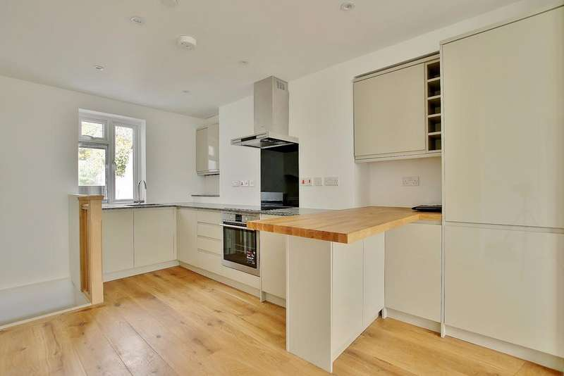 2 Bedrooms Duplex Flat for sale in Central Winchester
