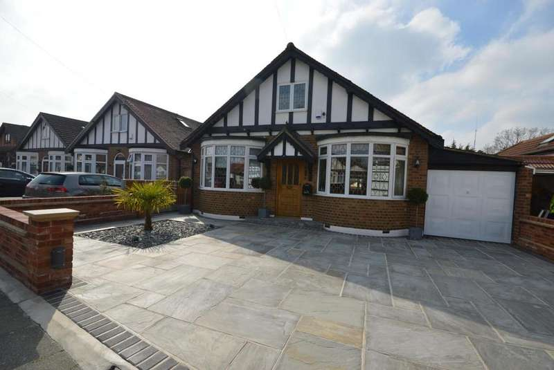 3 Bedrooms Detached Bungalow for sale in Ashlyn Grove, Hornchurch, Essex, RM11