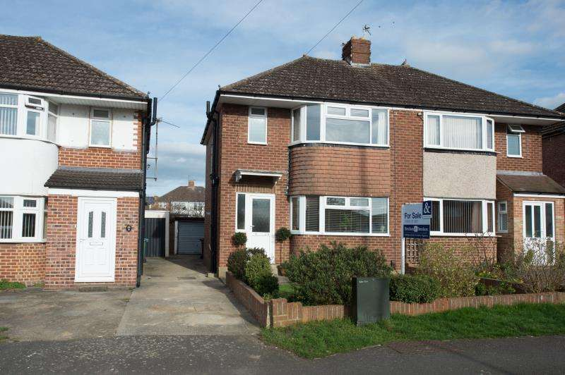 3 Bedrooms Semi Detached House for sale in Hazel Crescent, Kidlington, Oxfordshire