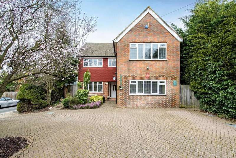 5 Bedrooms Detached House for sale in Eastbury Avenue, Northwood, Middlesex, HA6