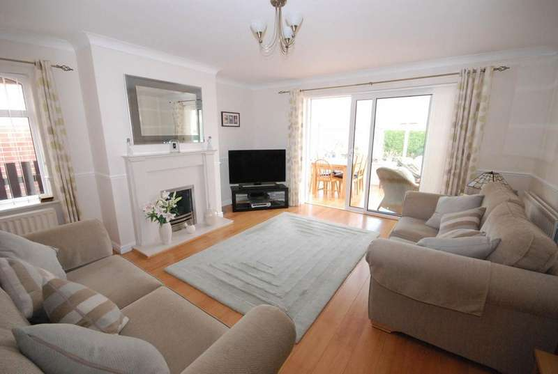 3 Bedrooms Bungalow for sale in Russell Square, Seaton Burn