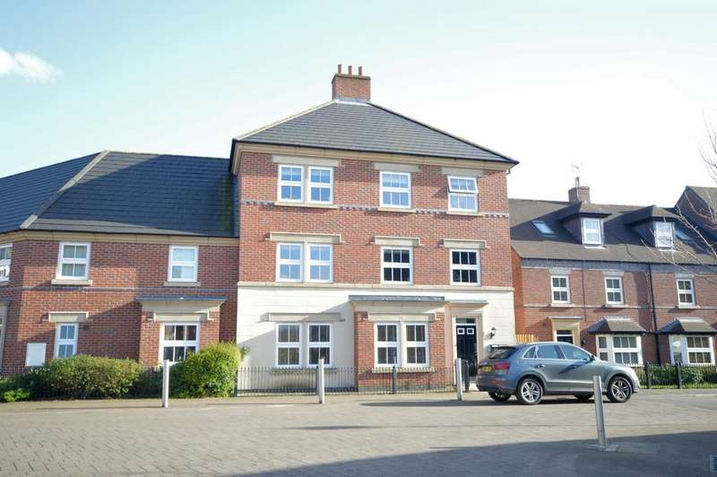 2 Bedrooms Apartment Flat for sale in Partington Square, Daresbury, Warrington