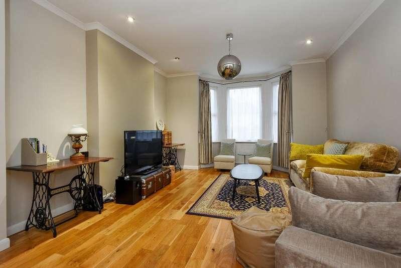 4 Bedrooms Semi Detached House for sale in Shrewsbury Lane London SE18