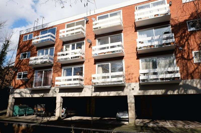 1 Bedroom Flat for sale in Church Avenue, Stourport-On-Severn DY13 9DX